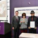 『神の雫』原作の樹林伸氏・樹林ゆう子氏が「2016年アジアン・ワイン・パーソナリティ」賞を受賞