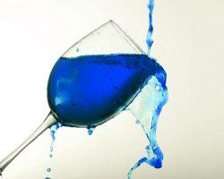 超クール!インディゴブルーのワイン爆誕!