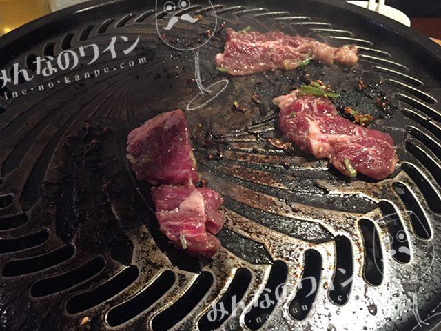 センター北駅 ホルモン さんぱち屋 肉